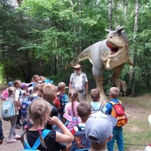 Przedszkolaki w Białostockim Muzeum Wsi i Parku Dinozaurów w Jurowcach