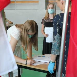 Wręczenie świadectw ósmoklasistom w cieniu COVID-19